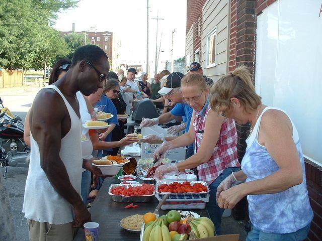 feeding-the-homeless-4